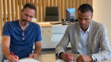 Vicente Moreno y Malongo en la firma de renovación del técnico