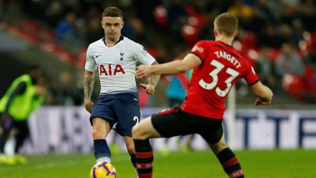 Trippier durante un partido con el Tottenham