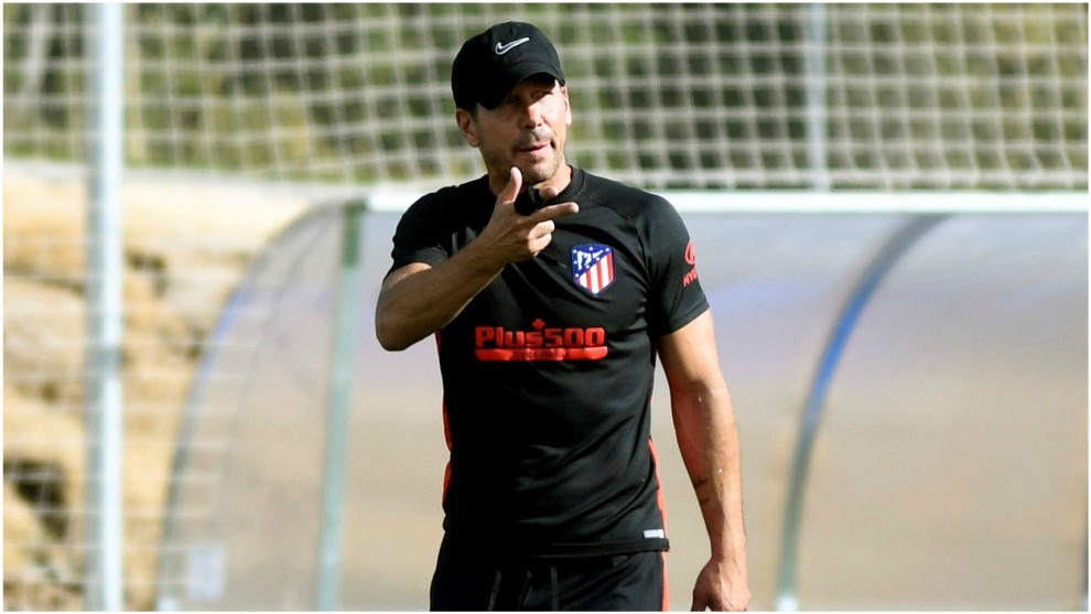 Diego Simeone leading a training session.