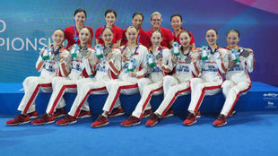 Anna Tarrés, junto a las entrenadoras y el equipo chino que ganó...