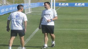 Asier Garitano, durante un entrenamiento con el Alavés