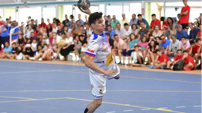 Gonzalo Pérez Arce, máximo goleador del partido, con seis tantos