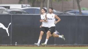 Piccini y Sobrino, durante el ejercicio de esta mañana en Paterna.