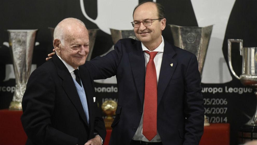 Antonio García Guzmán y el presidente sevillista José Castro.