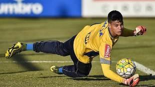 Gabriel Brazao, portero brasileño del Inter en acción