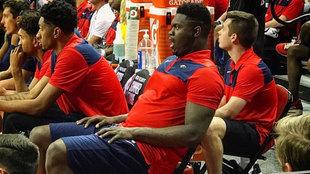 Zion Williamson en el banquillo de los Pelicans