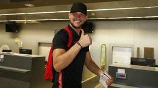Vaclik (30) saluda en el aeropuerto de San Pablo.