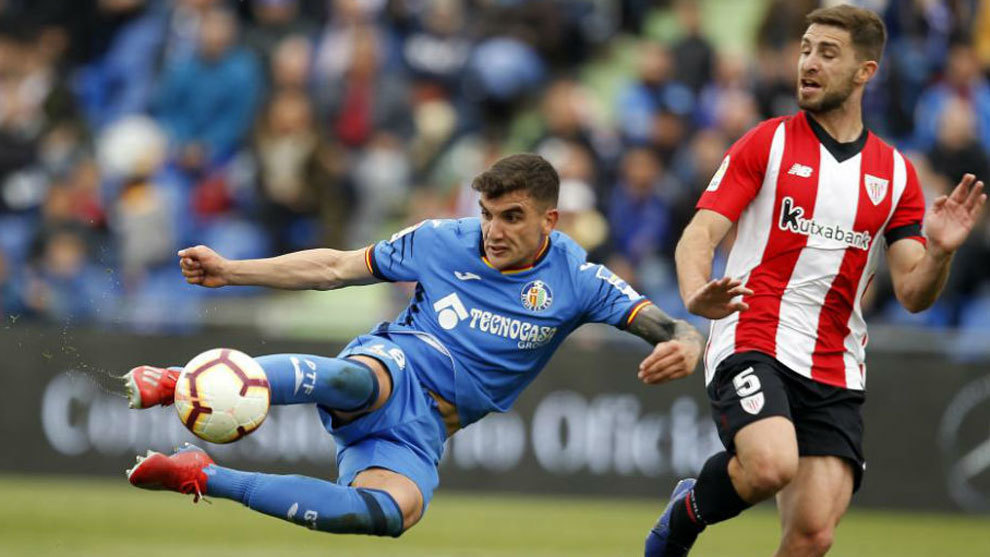 Arambarri, ante Yeray en el Getafe-Athletic.