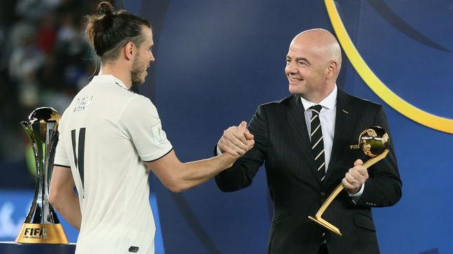Gareth Bale recibe el premio al mejor jugador del último Mundial de...