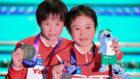 Yuxi Chen y Wei Lu, con sus respectivas medallas de oro y plata