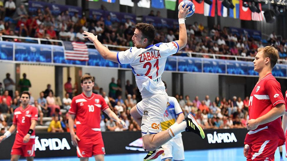 El extremo izquierdo español Zabala lanza ante Estados Unidos /