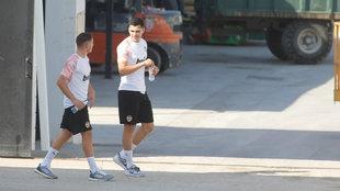 Maxi Gómez junto a Manu Vallejo en Paterna.