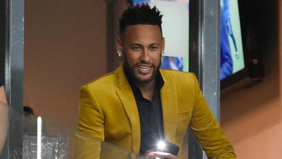 Neymar, en el palco durante un partido de Brasil en la Copa América