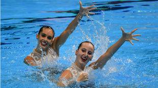 Ona Carbonell y Paula Ramírez en plena competición.