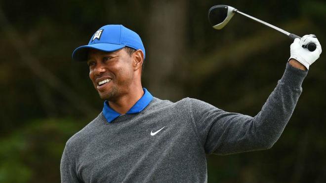 Tiger Woods se lamenta tras dar un mal golpe