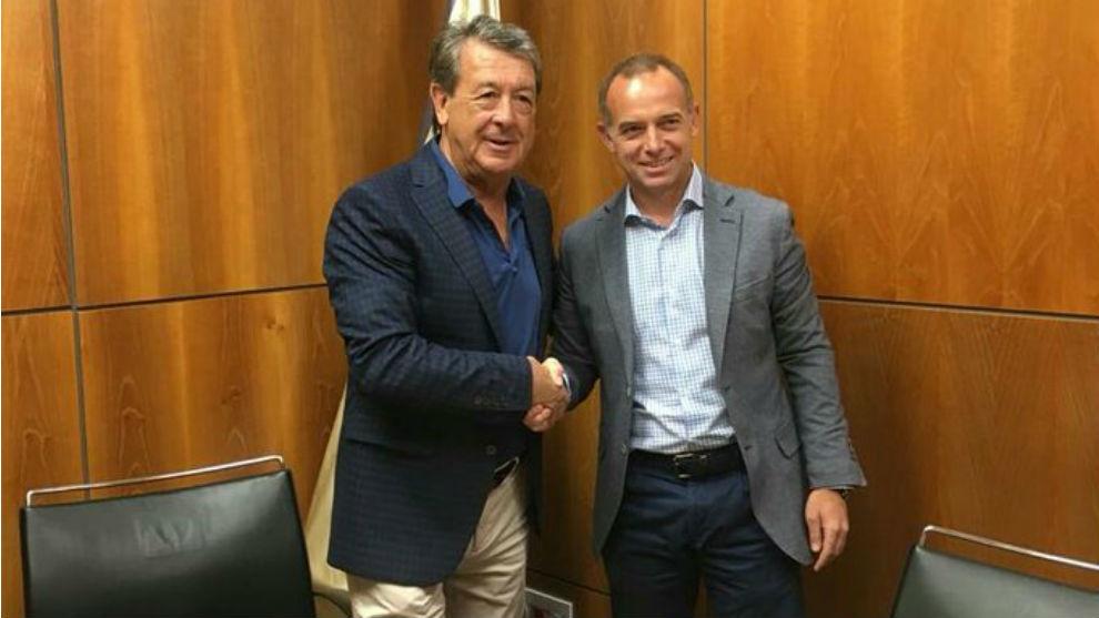 Navarro y Lapetra, tras firmar el acuerdo de colaboración.