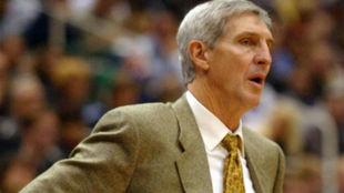 Jerry Sloan dirigiendo a los Utah Jazz en la temporada 2002-03