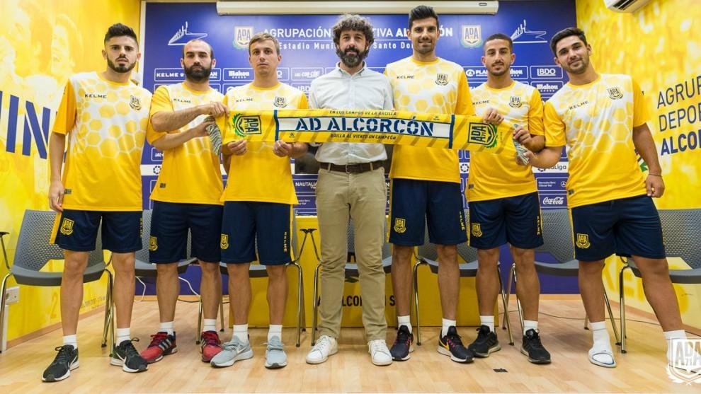 Emilio Vega, con los seis fichajes que ha firmado hasta ahora el...