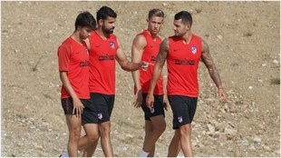 Joao Felix, Diego Costa, Marcos Llorente and Vitolo in training.