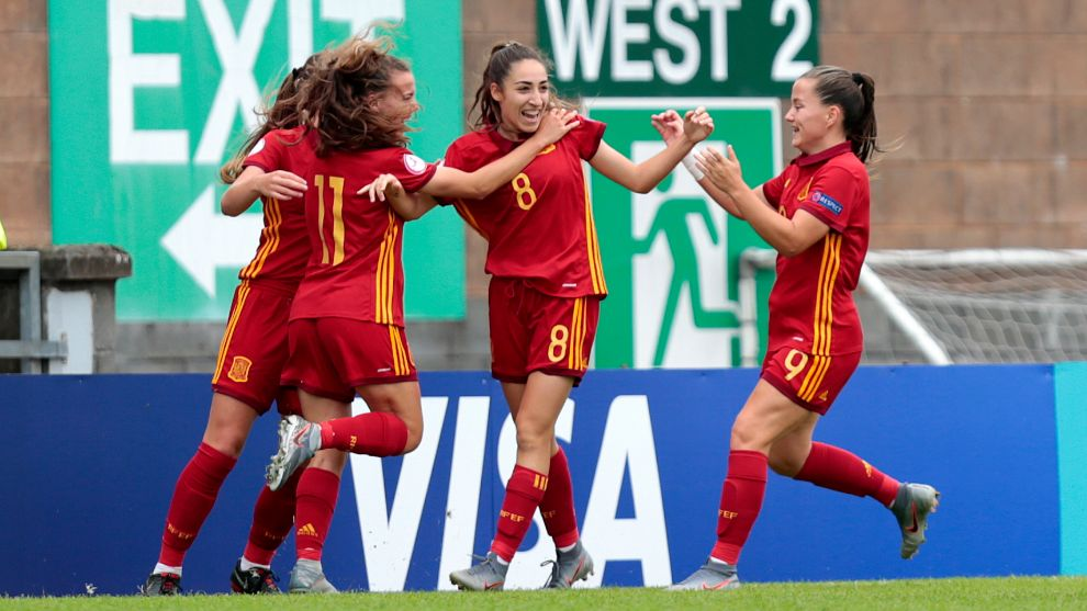 Las jugadoras de la Sub 19 femenina celebran el gol de Olga.