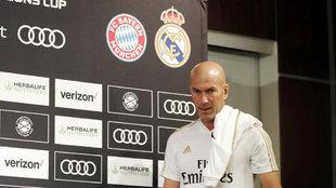 Zinedine Zidane, justo antes de ofrecer su rueda de Prensa.