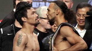Manny Pacquiao y Keith Thurman en el pesaje.