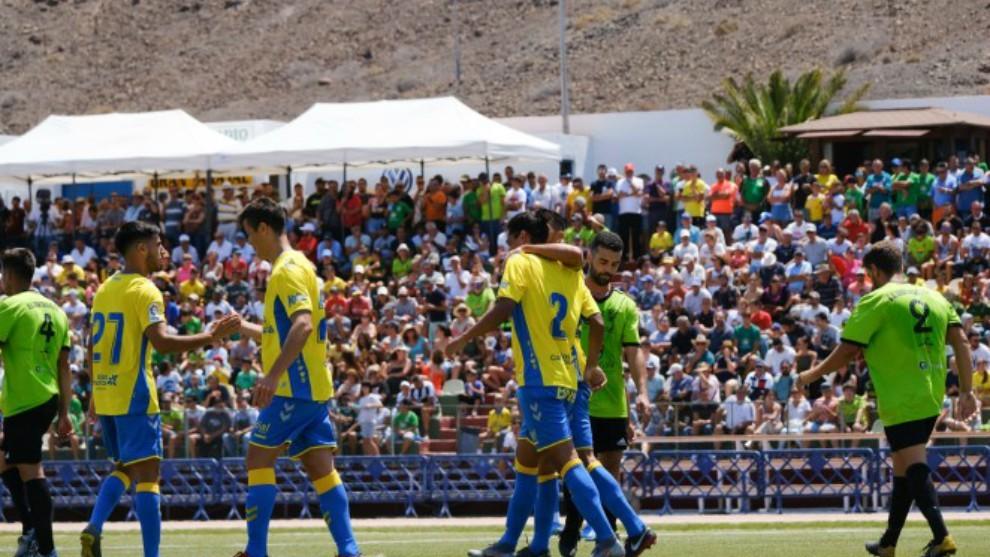 Las Palmas celebra uno de los goles marcado al Gran Tarajal