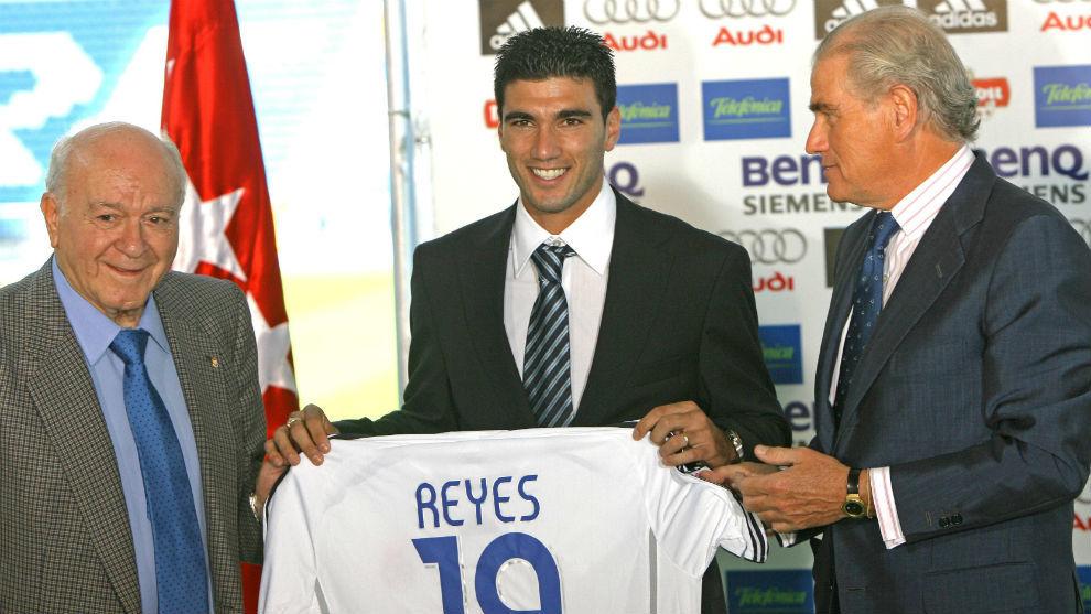 Reyes, entre Di Stéfano y Ramón Calderón el día de su...