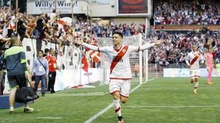 Álex Moreno celebra un gol que marcó con el Rayo la pasada temporada