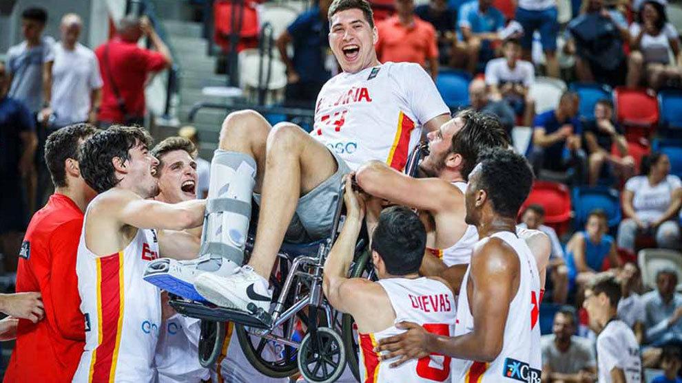 Joel Parra, el héroe inesperado de la celebración más emotiva de España - La selección española sub 20 celebró por todo... | MARCA.com