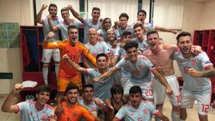 La selección Sub 19, celebra en el vestuario el triunfo frente a...