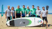 Los jugadores del Betis, practicando surf en Portimao
