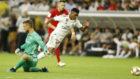 La falta que dio origen al primer gol de Rodrygo con el Real Madrid.
