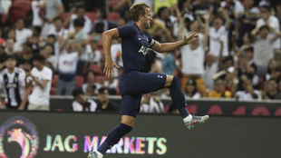 Harry Kane marca un golazo de media cancha.