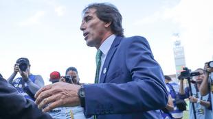 Almada antes del inicio del encuentro ante Chivas