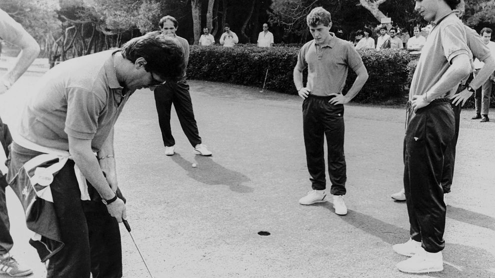Chendo playing golf in Venlo in 1987