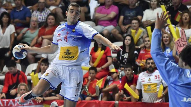 Eduardo Cadarso se dispone a lanzar.