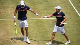 La pareja latina se llevó el primer set del juego.