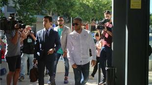 Samu Saiz y Carlos Martín a su llegada a declarar ante el juez.
