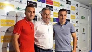 Luis y Pablo Valcarce junto al presidente José Fernández Nieto en El...