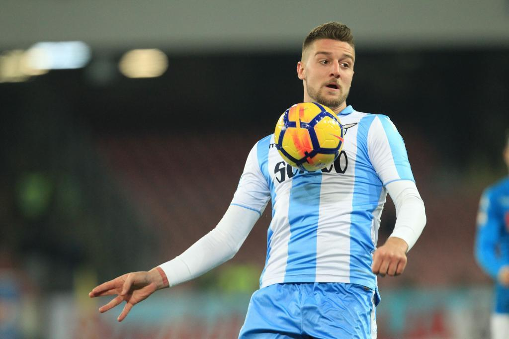 Lazios Serbian midfielder Sergej <HIT>Milinkovic-Savic</HIT> controls the ball during the Italian Serie A football match Napoli versus Lazio on February 10, 2018 at San Paolo stadium in Naples. / AFP PHOTO / CARLO HERMANN