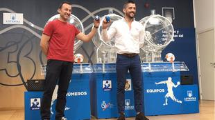 Carlos Villagrán y Roberto Perez, durante el sorteo de la Liga Asobal...