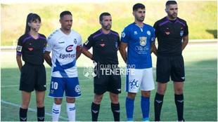 Capitanes y árbitros antes del partido