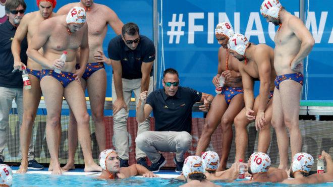 David Martín da instrucciones a sus jugadores durante un encuentro