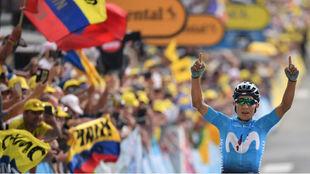 Entrada triunfal de Nairo Quintana en Valloire, tras la primera gran...