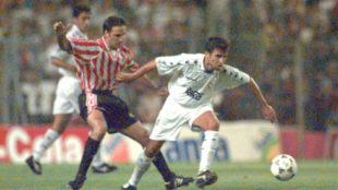 Luis Milla, en un partido con el Madrid en San Mamés.