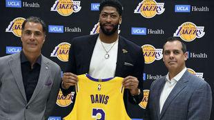 Anthony Davis presentado como nuevo jugador de los Lakers