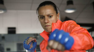 Joana Pastrana entrenando con cortavientos para aumentar la...