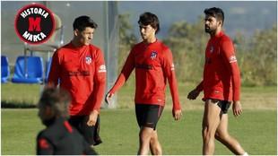 Morata, Joao Félix y Diego Costa, durante un entrenamiento del...