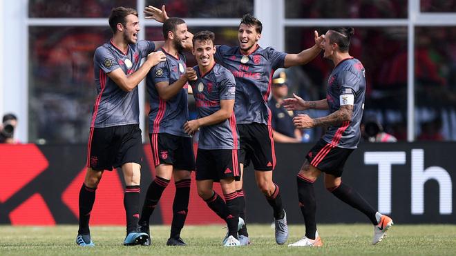Benfica se impone al Milan.